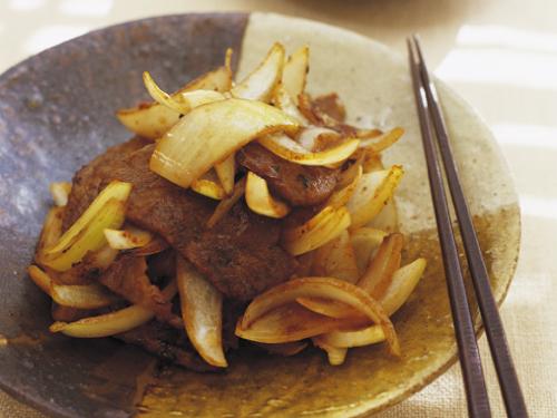 牛肉と玉ねぎの炒め物、メープル風味