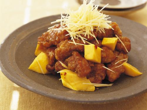揚げ豚とマンゴーのメープル酢豚