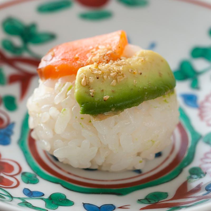 アボカドのメープル味噌漬けとサーモンのメープル手鞠寿司