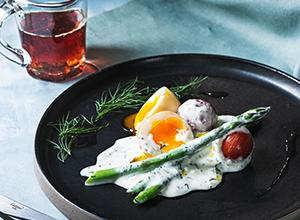 半熟卵、アスパラ、トマトのメープルシロップヨーグルトマリネ