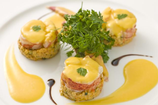 カナダ産オマール海老と茄子のコンポートのサラダ仕立て、メープルシロップのヴィネグレット