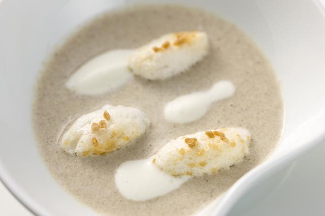 冷製マッシュルームのクリームスープ メープル仕立て