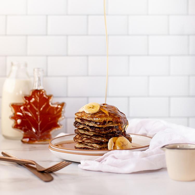 オートミール入りピーナッツバターとメープルのパンケーキ